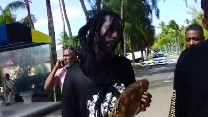 Buju Banton picking his fish in the Bahamas [3/30/2019]