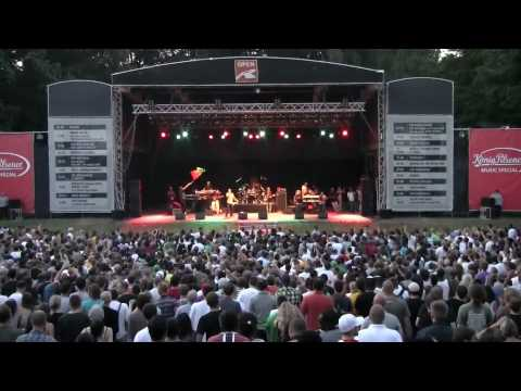 Damian Marley & Nas in Hamburg - Could You Be Loved [7/13/2010]