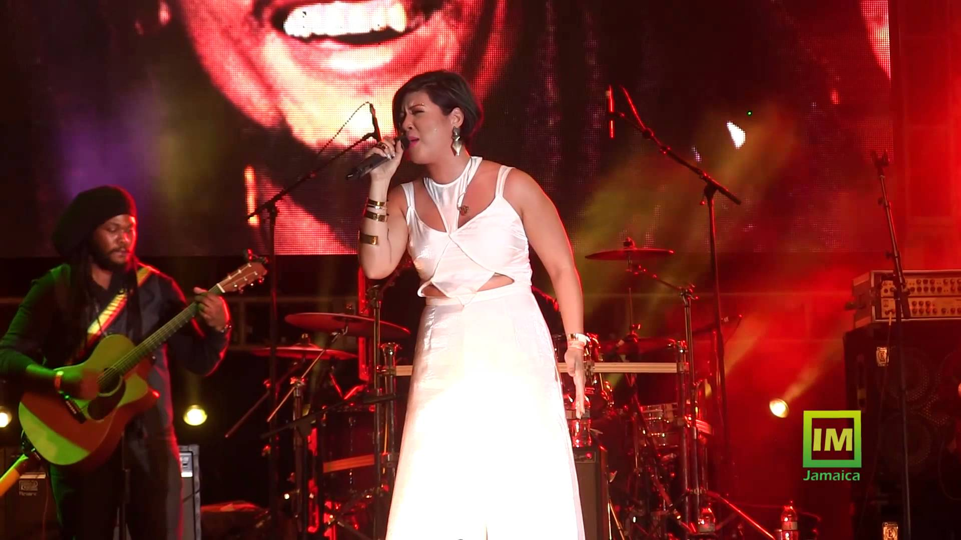 Video: Tessanne Chin - Redemption Song in Kingston, Jamaica