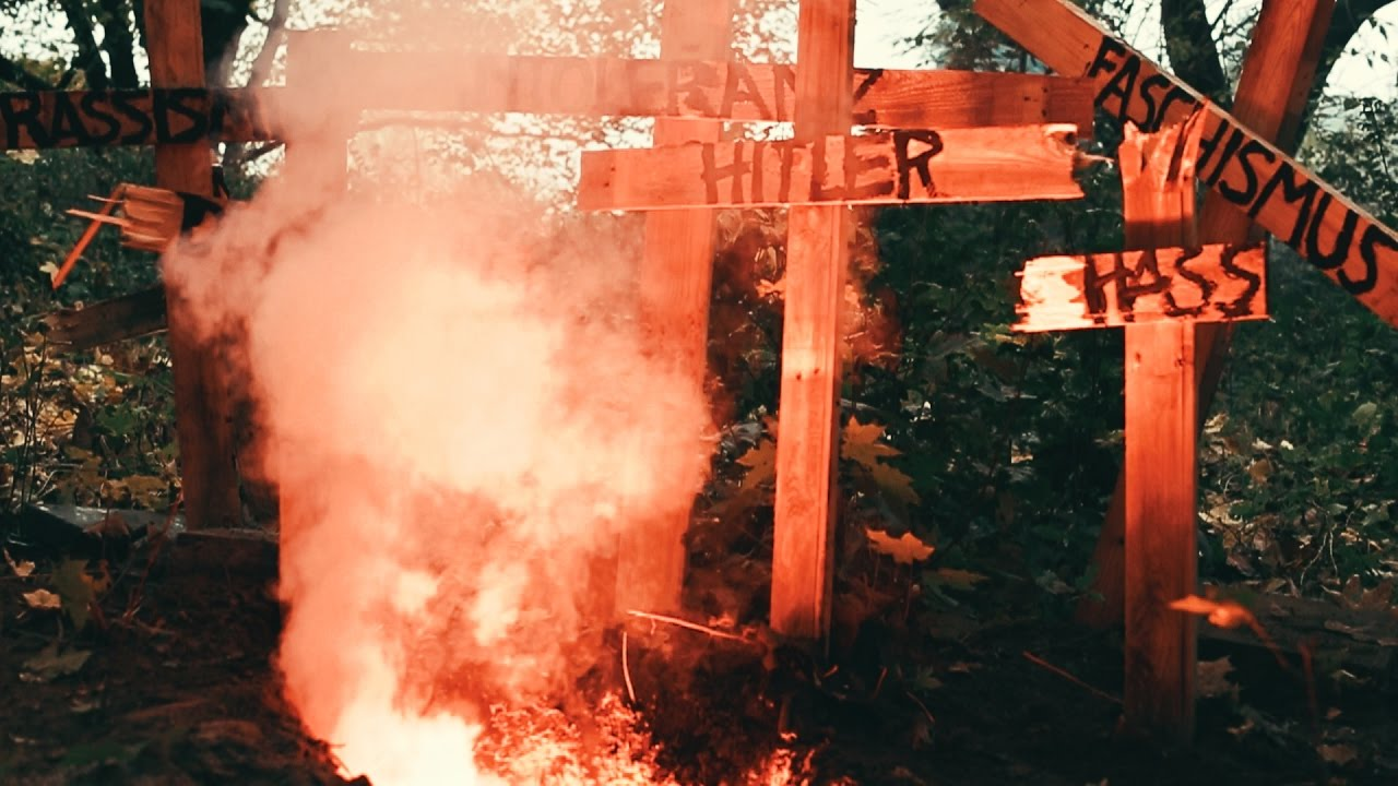 Mono & Nikitaman - Hitler muss immer wieder sterben [11/4/2016]
