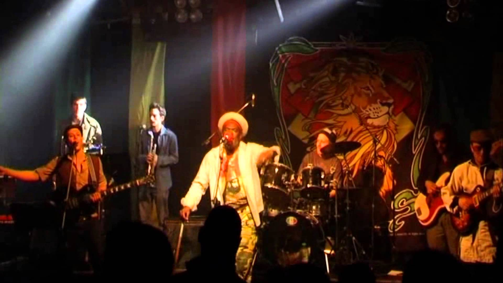 Apple Gabriel & Zvuloon Dub System in Tel Aviv, Israel @ Barbi Club [12/18/2009]