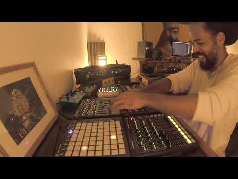 Akae Beka feat. Tiken Jah Fakoly - Everything Bless (Tippy Live Dub Mix) [8/12/2020]