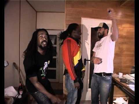 Daddy Rings feat. Gentleman & Prince Osito - We Living [8/13/2010]